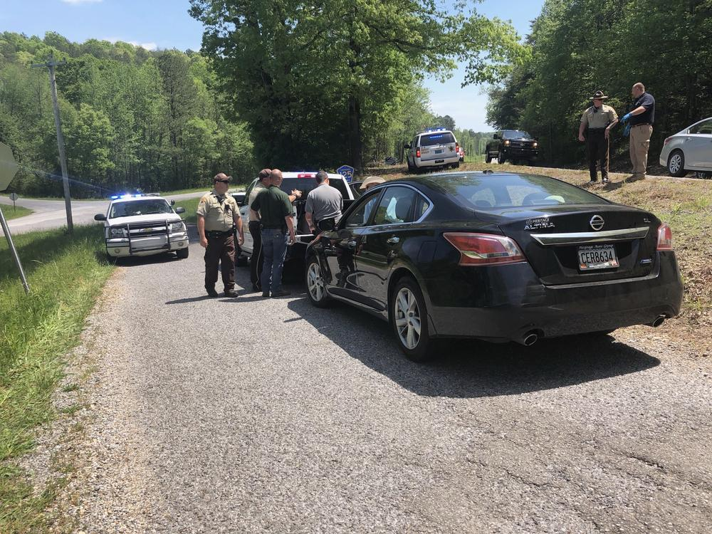 sheriff deputies investigating the traffic stop that lead to the arrest of 3 people